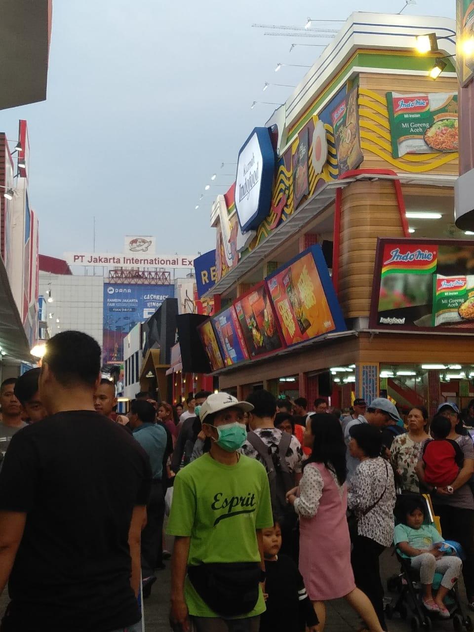 Ramainya pengunjung di Jakarta Fair