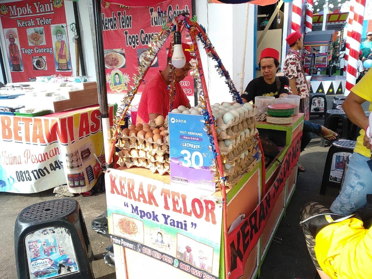Kerak telor bisa kita temui di Jakarta Fair