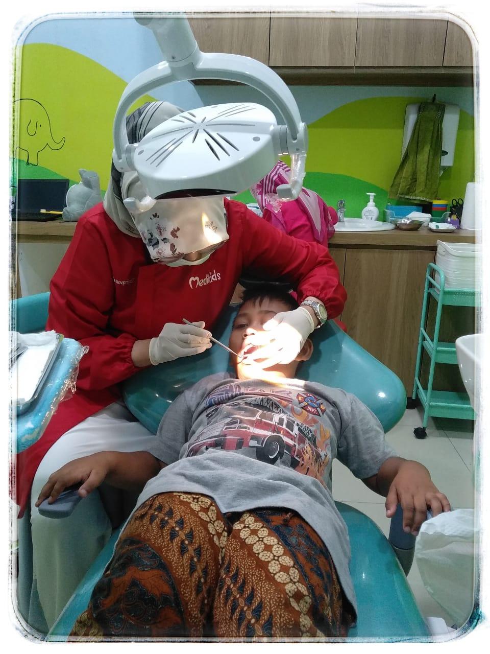 periksa gigi di medikids bekasi