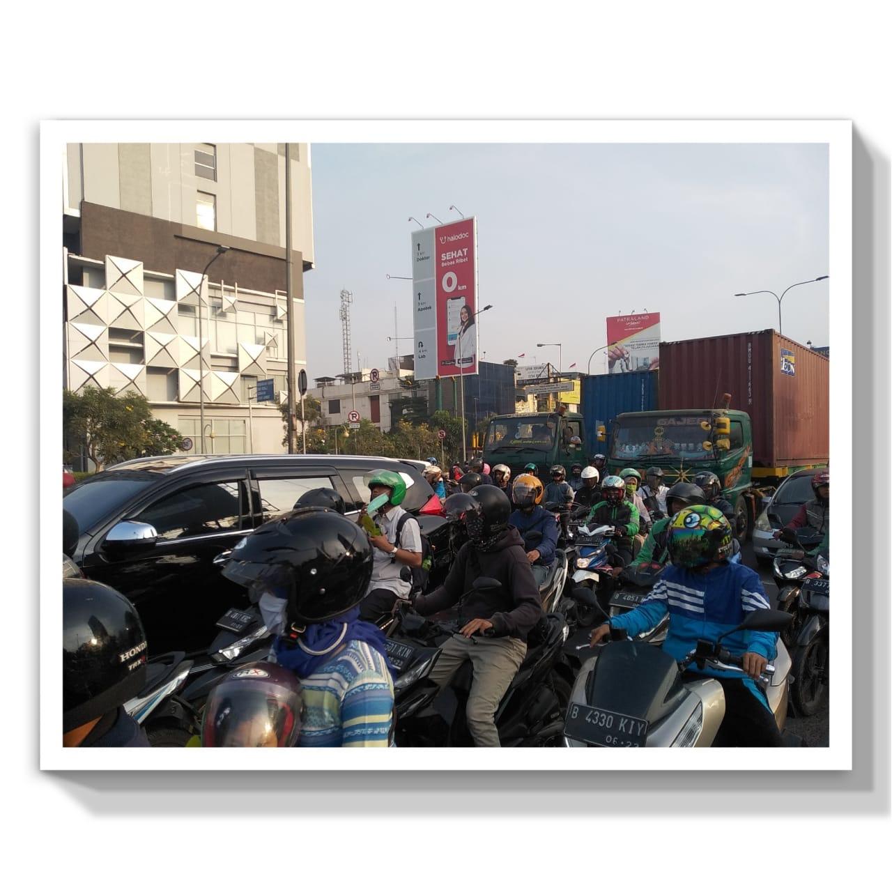 Kemacetan akibat banyaknya kendaraan pribadi