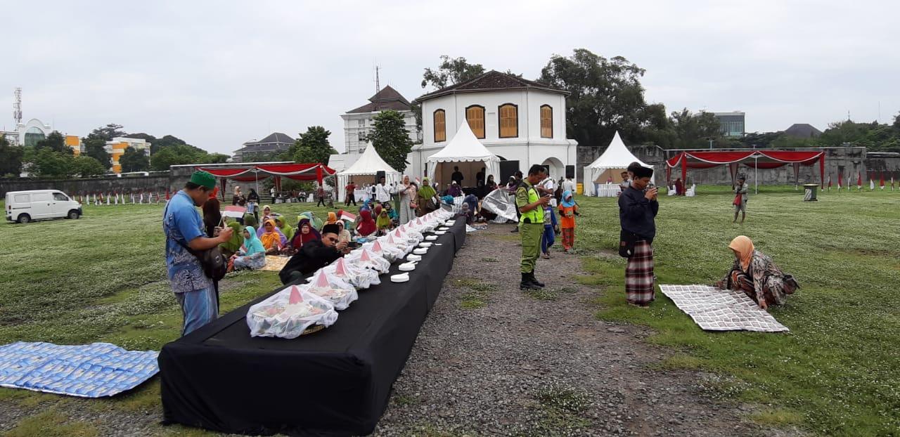 Ragam makanan Nusantara yang disediakan untuk semua warga yang hadir.