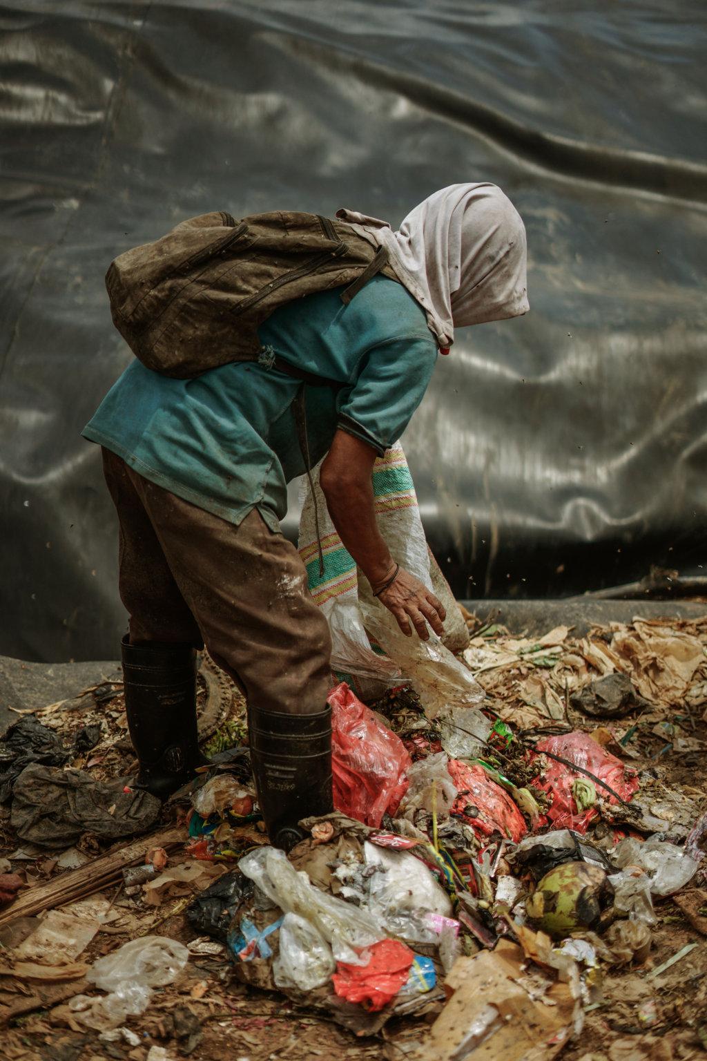 Sadar lingkungan sejak dini, kurangi sampah plastik yuk.