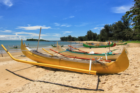 Keindahan Pantai Burong Mandi