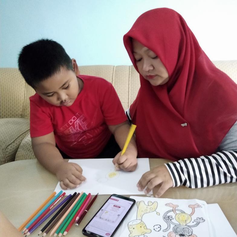 Belajar di rumah dengan memanfaatkan gadget sebagai media belajar