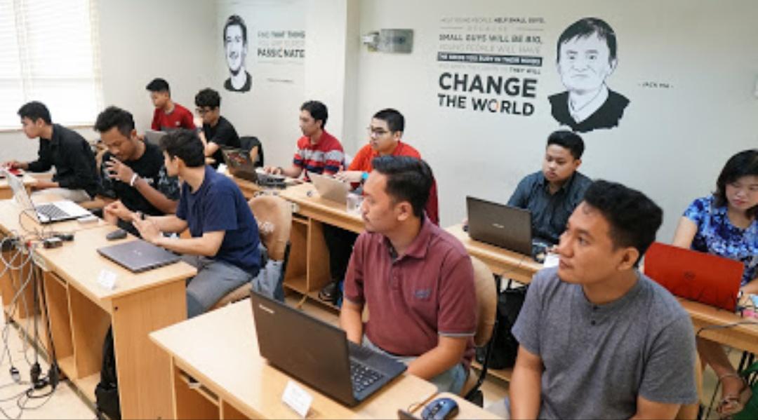 Suasana belajar di kelas Course-Net